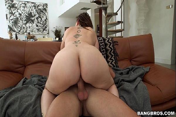 Sara Jay fudendo em video porno gratis